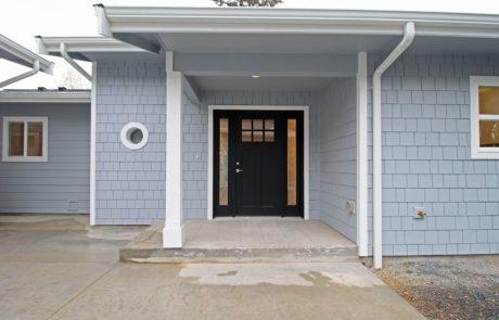 Entry with porthole window